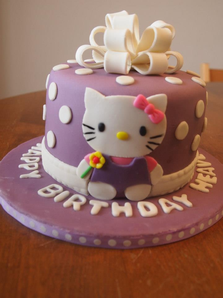 Hello Kitty Present Cake