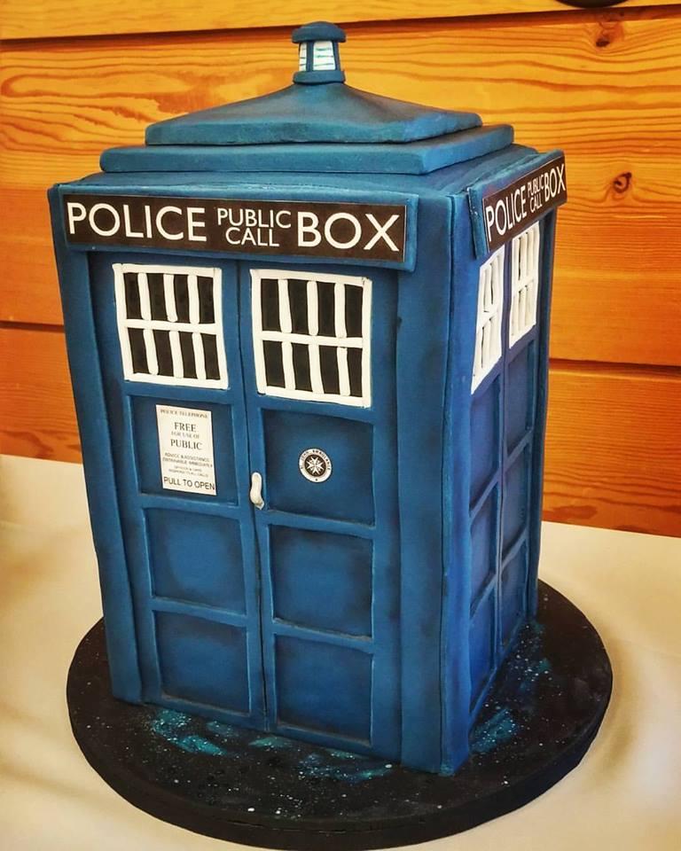 tardis-cake